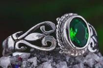 Zarter Damen Ring ~ ARIÀ ~ 0.9 cm - Grüner Smaragd - Mittelalterschmuck - Silber - Windalf.de