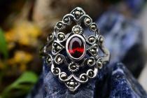 Mittelalter Ring ~ AZUARÎ ~ Roter Kristall - Silber - Windalf.de