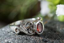 Mittelalter Ring ~ TIÂRA ~ Spirals - Roter Kristall - Silber - Windalf.de
