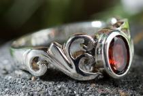 Damen Ring ~ TIÂRA ~ 0.7 cm - Spirals - Roter Granat - Silber - Windalf.de