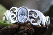 Zarter Damen Ring ~ TIÂRA ~ 0.7 cm - Spirals - Weißer Brillant - Silber - Windalf.de