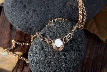 Keltische Halskette ~ AINY ~ Keltische Knoten - Perlmutt - Bronze - Windalf.de
