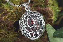 Elfen Anhänger ~ SINA ~ h: 2.8 cm - Mittelalter Medaillon mit Rotem Kristall mit Fach - Silber - Windalf.de