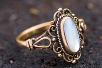 Mittelalter Ring ~ IDANA ~ mit Perlmuttmuschel - Bronze - Windalf.de