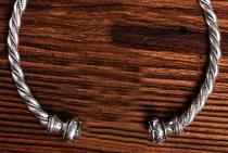 Keltischer Männer Torques ~ THÛRIN ~ Ø 14 cm - Massive 200 Gramm - Halsschmuck - Handarbeit - Silber - Windalf.de