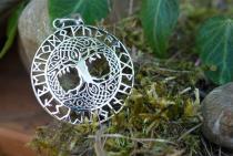 Celtic Schmuck Anhänger ~ BARUNA ~ Ø 3 cm - Baum des Lebens mit Runen - Silber - Windalf.de
