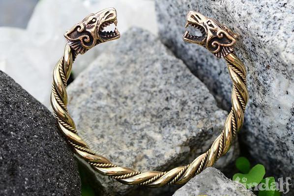 WINDALF Männer Wikinger-Armreif FENRAR Ø 6.5 cm Wikinger-Wölfe Handarbeit aus Bronze - Windalf.de