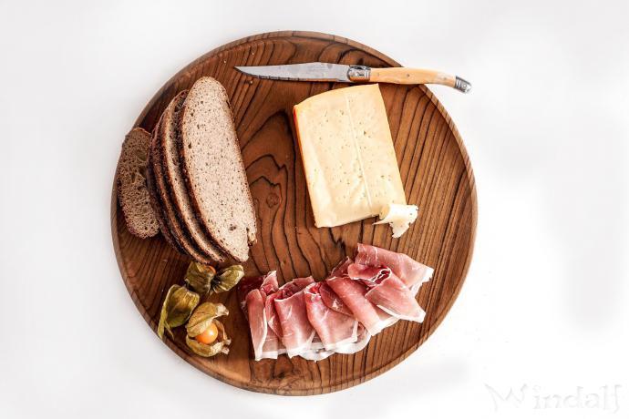 Runde Holzteller ~ ROLLA ~ Ø 35 cm - Käse Platte - Handarbeit aus Holz - Windalf.de