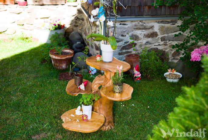 Rustikales Blumenbank ~ IGUANA ~ h: 60 cm - Pflanzentreppe  mit Leguan & 4 Ablagen - Handarbeit aus Wurzelholz - Windalf.de