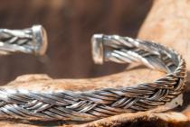 Großer Herren Armreif ~ ASGARD ~ Ø 6.8 cm - Vikings Design - Flechtmuster - Handgeschmiedet aus Silber - Windalf.de