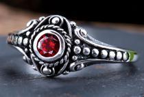 Asatru Damen Silberring ~ AMARA ~ h: 0.8 cm - Wikinger Schmuck Ring - Roter Kristall - Vintage Silber - Windalf.de